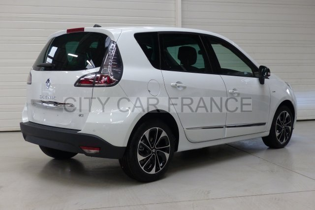 renault scenic iii dci 110 energy fap bose edition blanche voiture en leasing pas cher. Black Bedroom Furniture Sets. Home Design Ideas